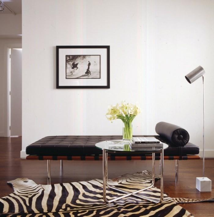 schlafcouch modernes wohnzimmer mit zebra teppich