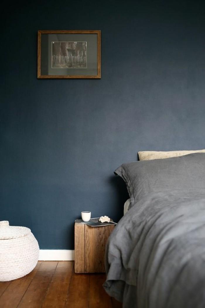schlafzimmergestaltung grau und blau kombinieren mit hölzernem bodenbelag