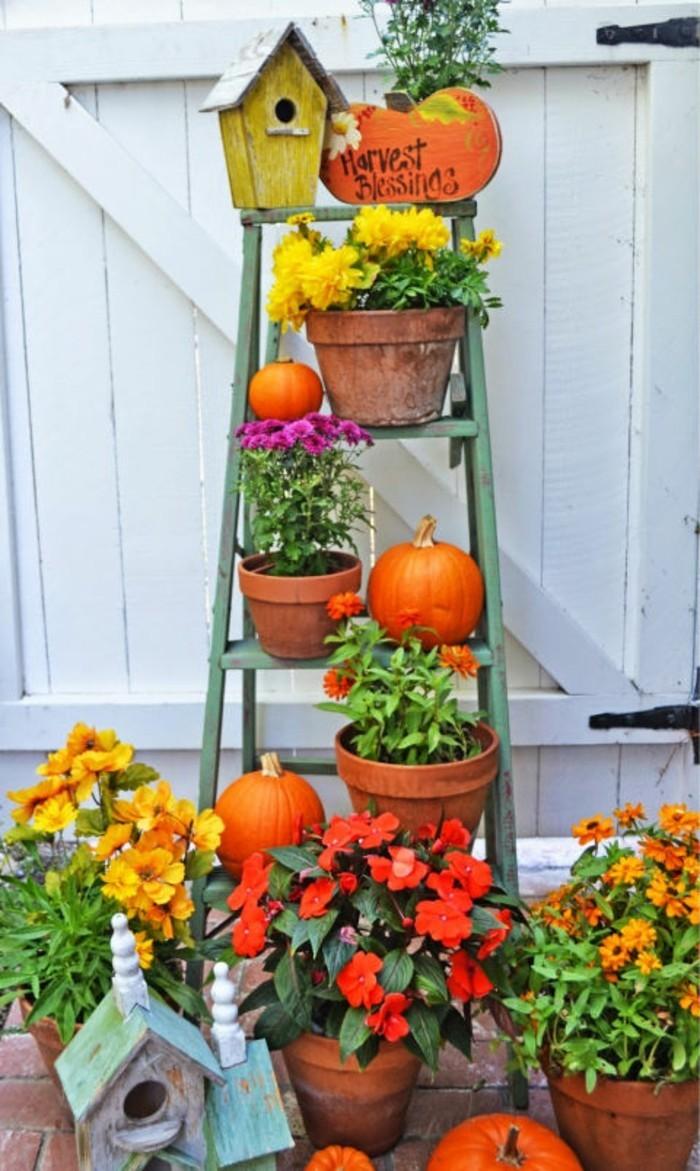 treppengeländer-orange-und-grün-herbst-deko