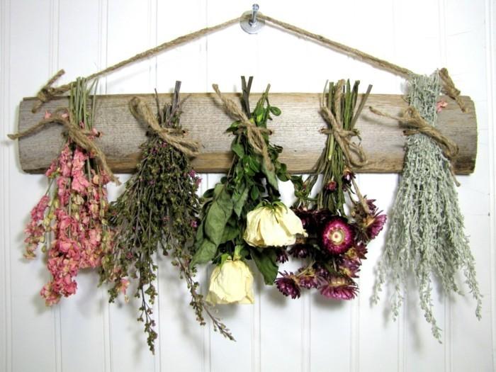 trockenblumen selber machen an die wand hängen