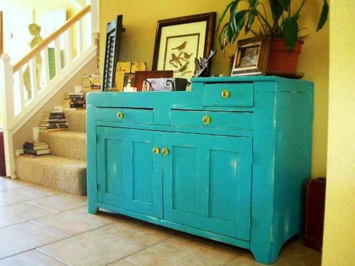 vintage möbel in ansprechendem blau