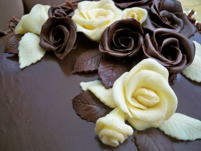 weisse und zartbitter rosen aus schokolade als tortendeko