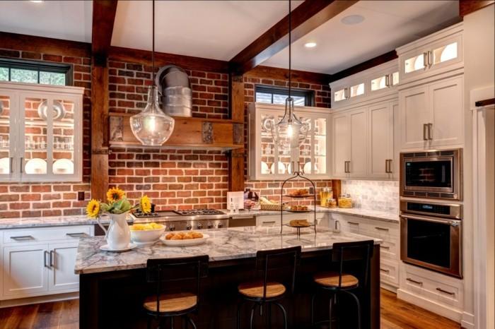 wohnideen küche backsteinwand in einer traditionellen küche