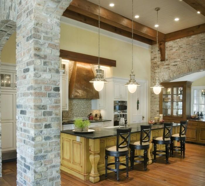 wohnideen küche backsteinwand und hölzerne akzente