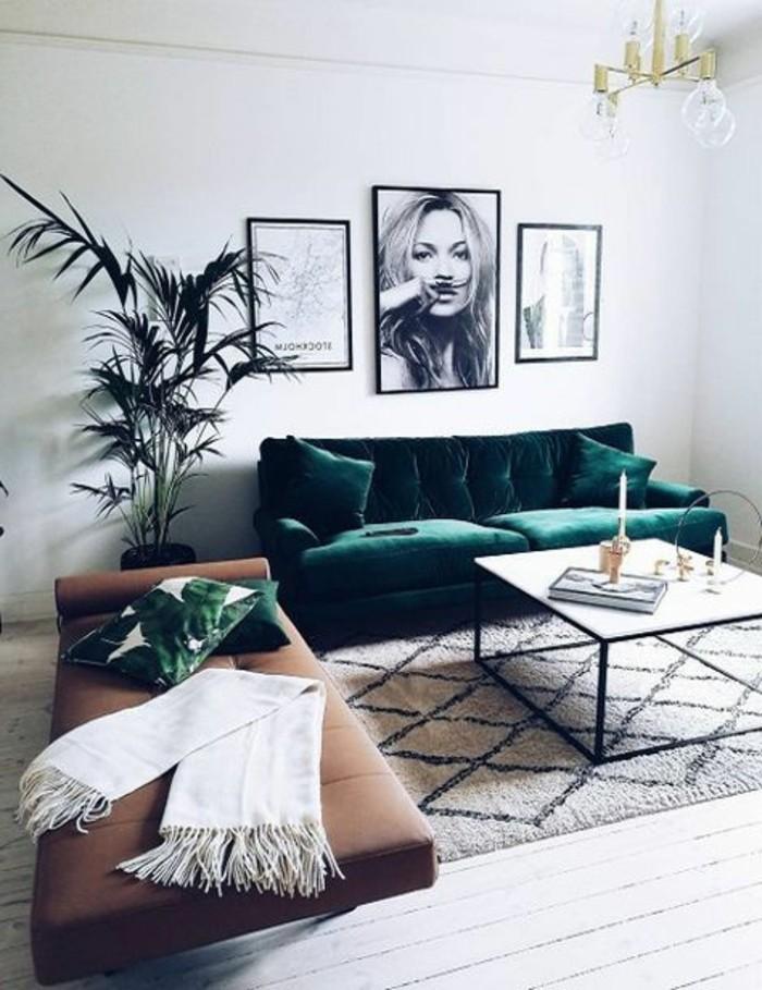 wohnideen wohnzimmer braunes schlafsofa und grünes wohnzimmersofa