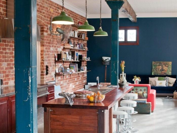 ziegelwand in der küche und farbige akzente
