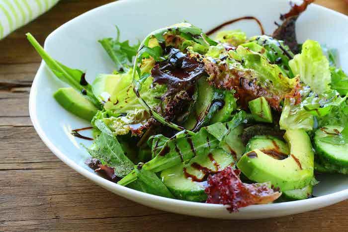 Avocado Salat gesundes Mittagessen