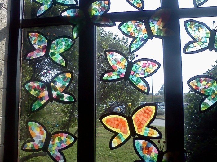 Fensterbilder basteln mit kindern buntes glas