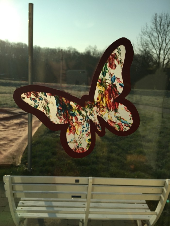 Fensterbilder basteln mit kindern schmetterling