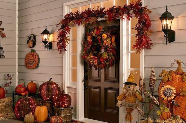 Herbstdeko Haustür Kürbisse gelb orange