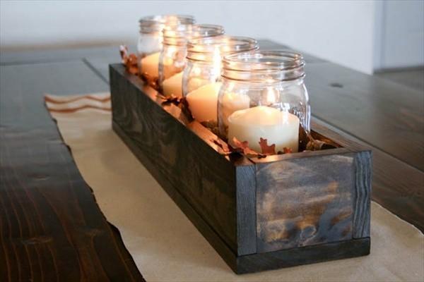 Herbstdeko kleines Tablett brennende Kerzen sehr stilvoll