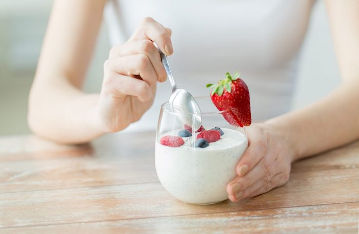 Mittagessen Joghurt pur frische Beeren