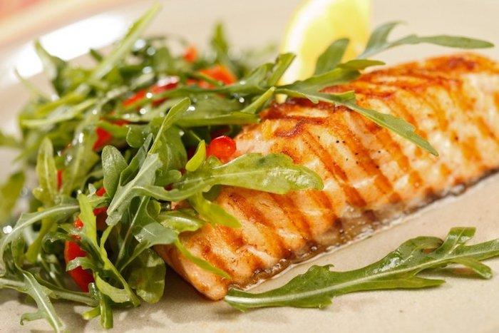 Mittagessen Lachs mit Gemüse