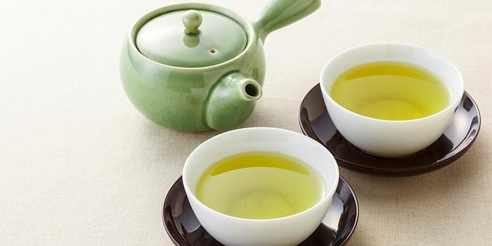 Tasse grüner Tee stoppt den Heißhunger macht schlank
