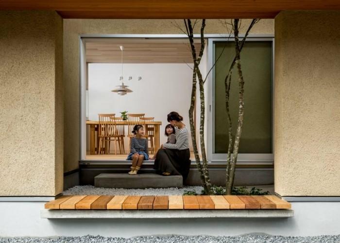 Bank in der Fassade - funktionelle moderne Architektur