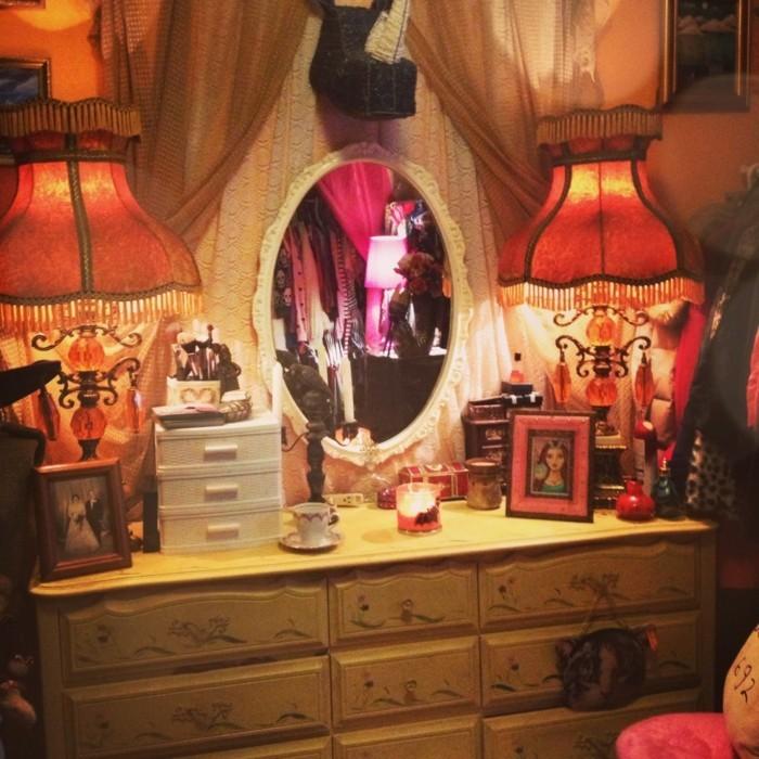 beleuchtung wohnzimmer indirekte beleuchtung zwei leuchten spiegel