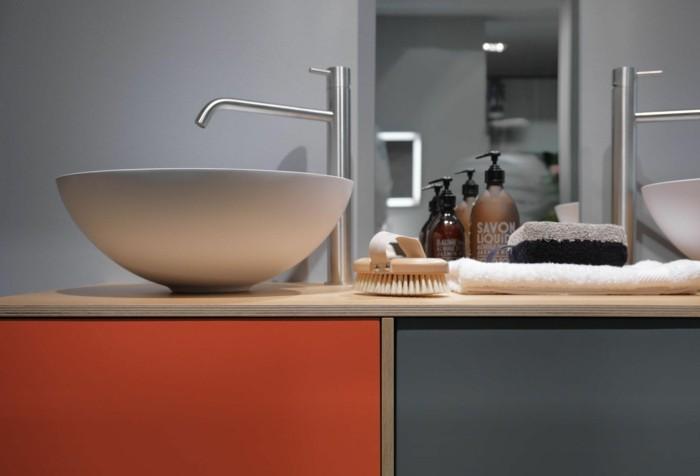 bunte-hpl-plattenbadezimmer-waschtisch