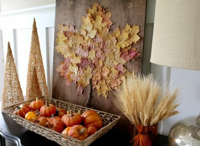 Einfache Herbstdekoration Mit Herbtsblättern Und Dekorativen Kürbissen