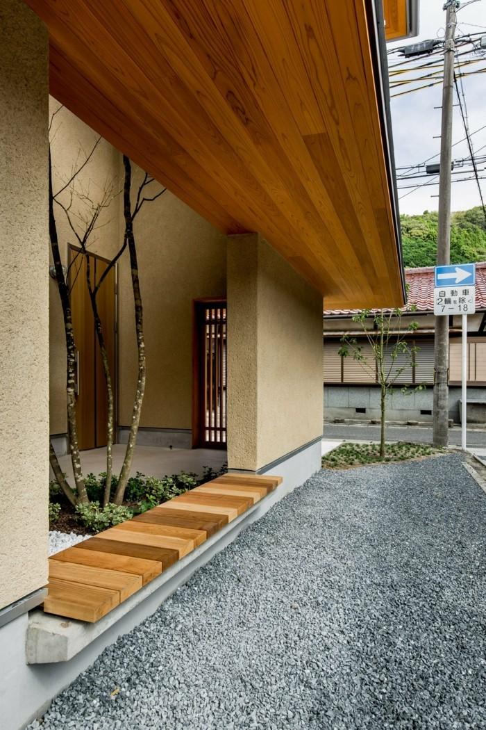 Moderne Architektur: Kombination aus einer Wand und einer Sitzbank