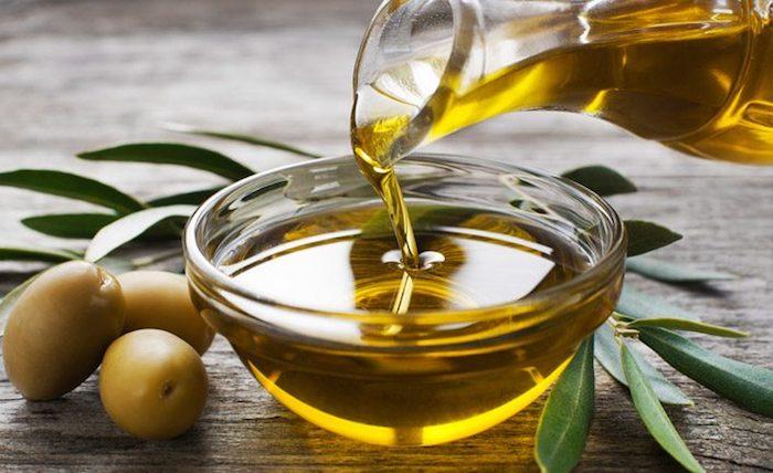 gesundes Mittagessen Olivenöl