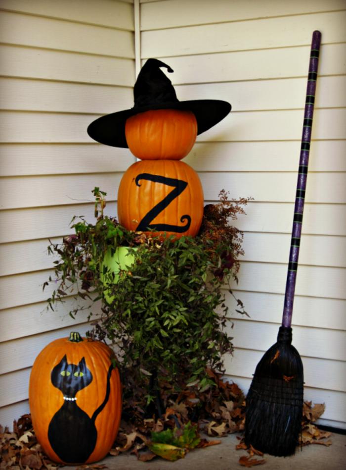 halloween deko ideen für den eingang kürbisse und besen