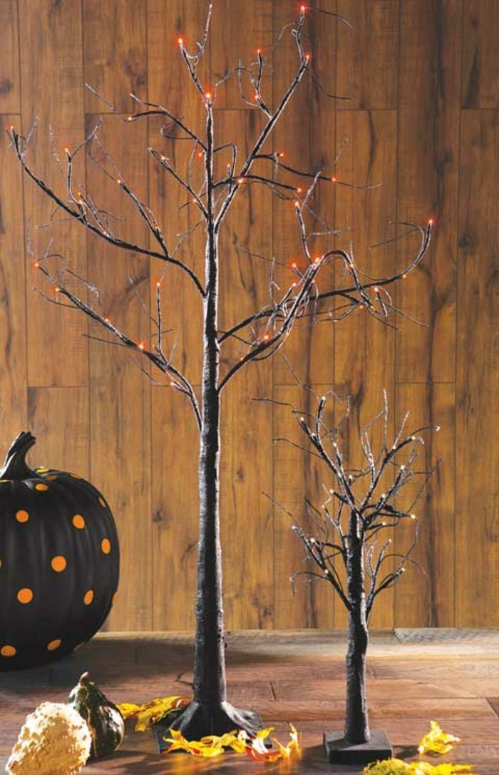halloween deko ideen schwarzer kürbis und bäume