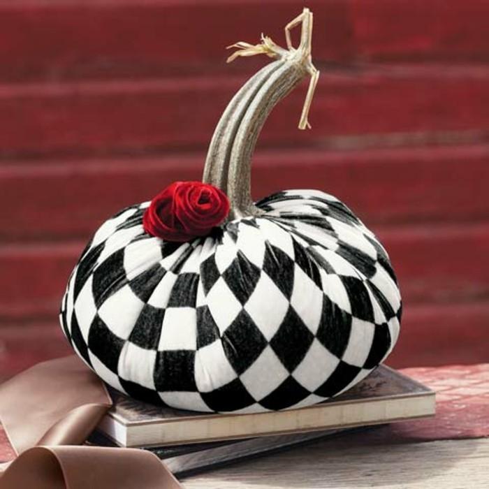 halloween deko kürbis in schwarz weiß