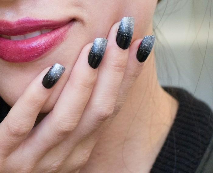 halloween ideen stilvolle maniküre in schwarz grau