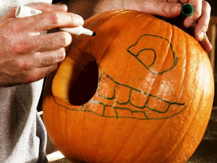 halloween kürbis schnitzvorlageböse kürbislaterne basteln kindheitshelden herbstlicht anleitung
