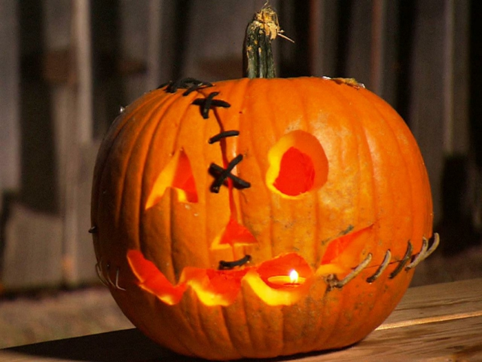 halloween kürbis schnitzvorlageböse kürbislaterne basteln kindheitshelden herbstlicht frankenstein