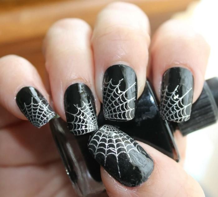halloween nägel spinnennetz muster schwarzer nagellack