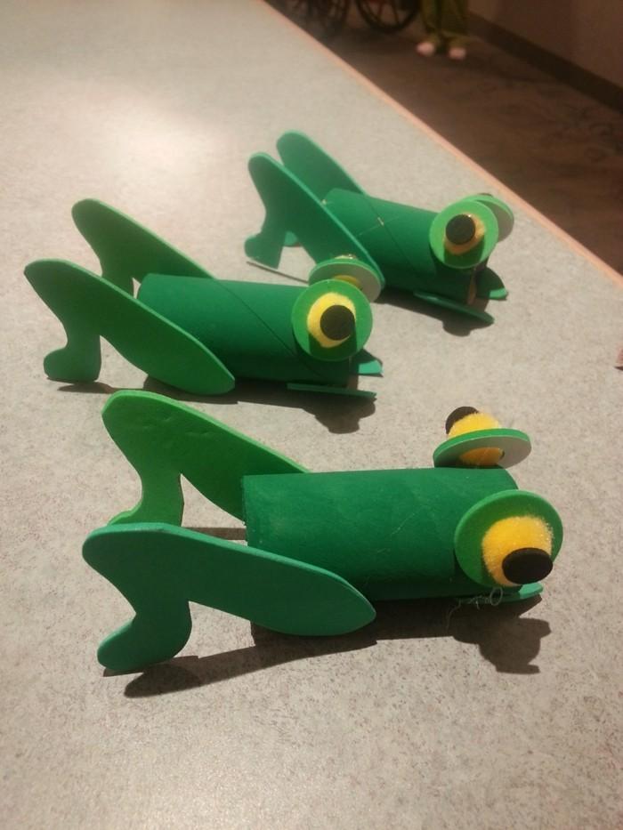 herbstbasteln mit kindern herbstdeko selber machen basteln mit klopapierrollen frosch