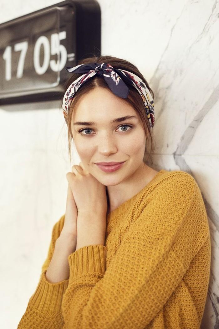ideen zu bandana binden gelbe bluse und schönes bandana muster