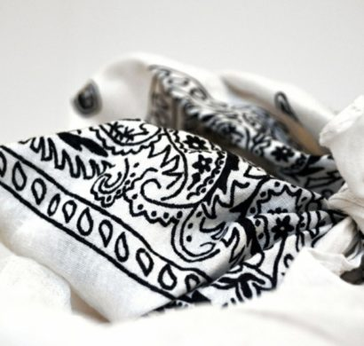 Bandana tie for an extraordinary outfit in 29 examples