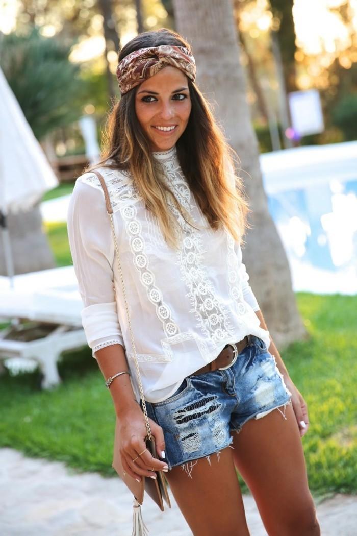ideen zu bandana binden weiße bluse und jeans mit bandana kombinieren