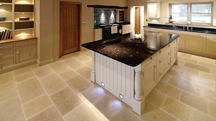 küchenarbeitsplatten in schwarz haben eine schöne optik