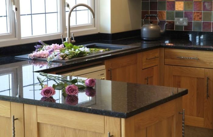 küchenarbeitsplatten schicker look und hölzerne küchenschränke