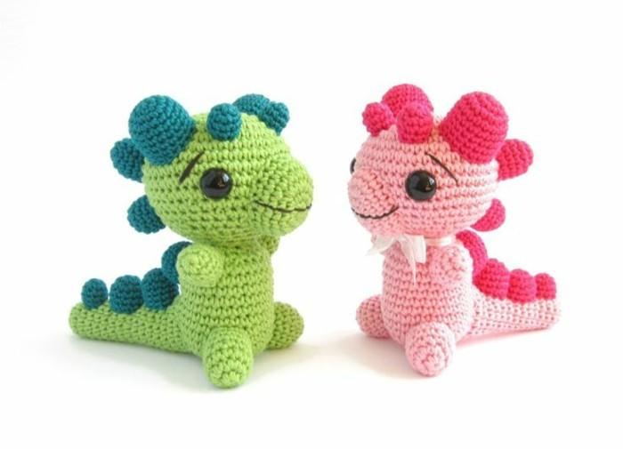 kleine drachen in rosa und grün amigurumi häkeln