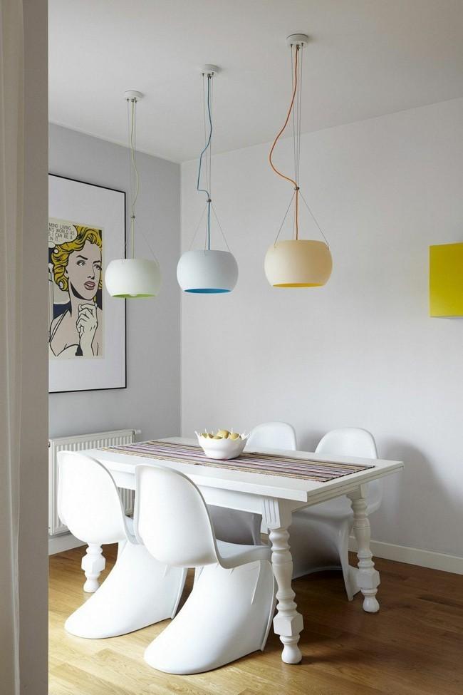 lampen esszimmer in pastellfarben und weißer esstisch