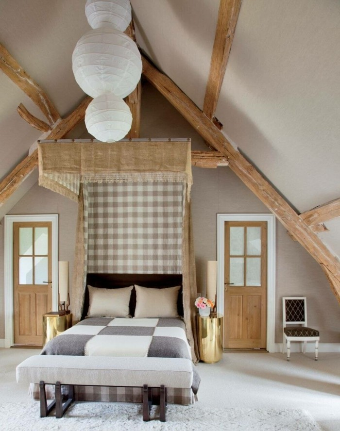 Hervorragend Landhausstil Schlafzimmer Holzbalken Und Kariertes Muster