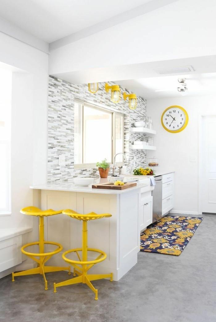 moderne wanduhren für die küche gelbe wanduhr mit ziffernblatt