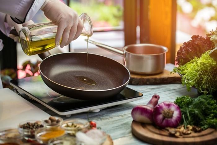 pfanne auswählen und gesund kochen