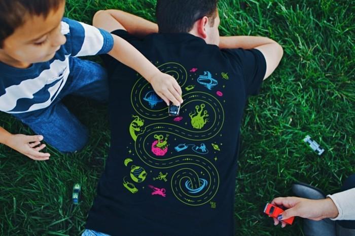 rueckenmassage t shirt design mit ausserirdischen