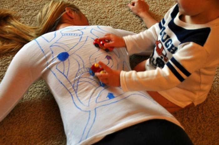 rueckenmassage t shirt design spielerisch