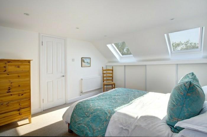 schlafzimmer dachschräge schlichtes design und grüne akzente