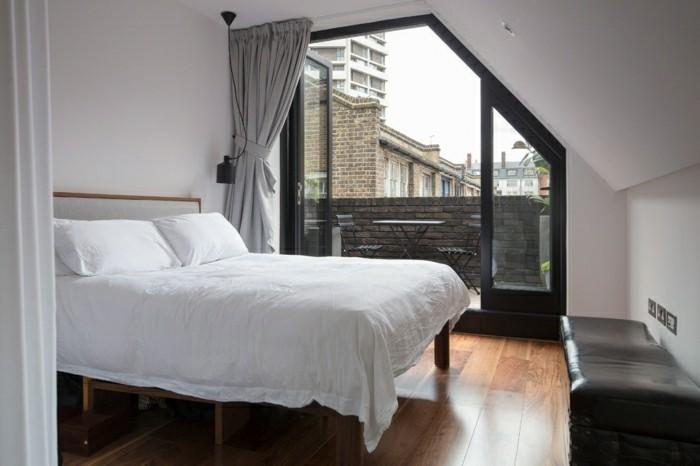 schlafzimmer dachschräge weiße bettwäsche