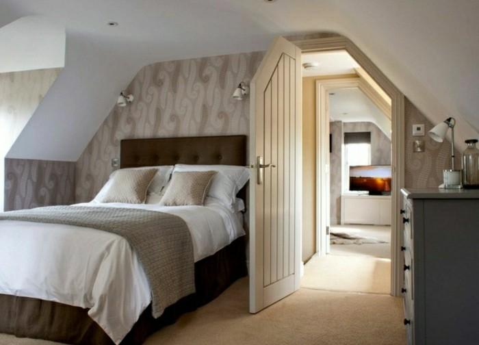 schlafzimmer einrichten braunes bett und schöne tapete