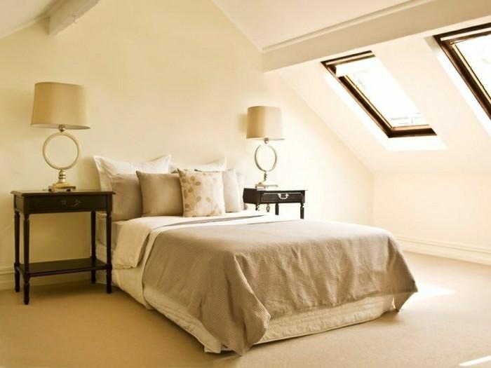 schlafzimmer einrichten cremefarbenes interieur mit dachschräge