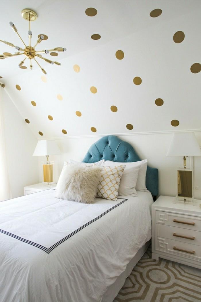 schlafzimmer einrichten farbige akzentwand und dachschräge