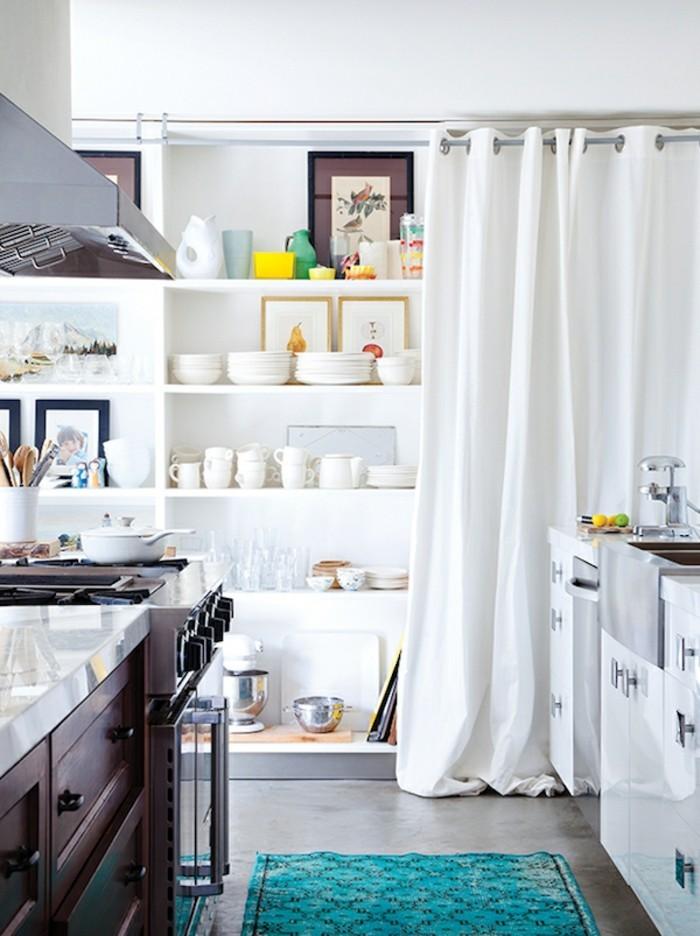 stauraum ideen mit gardinen für die moderne küche